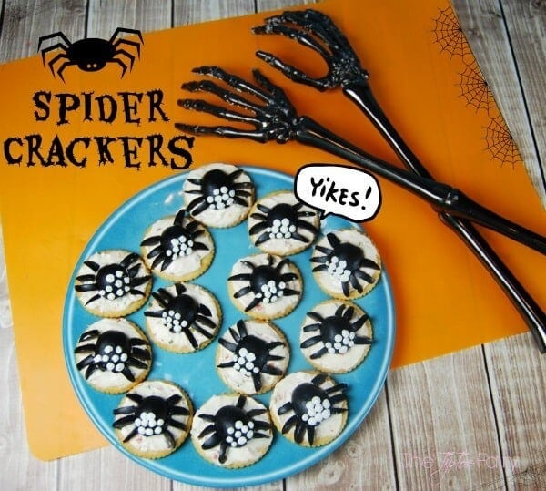 Spider Crackers - The Tip Toe Fairy - Halloween Fun Food Ideas on Kenarry.com