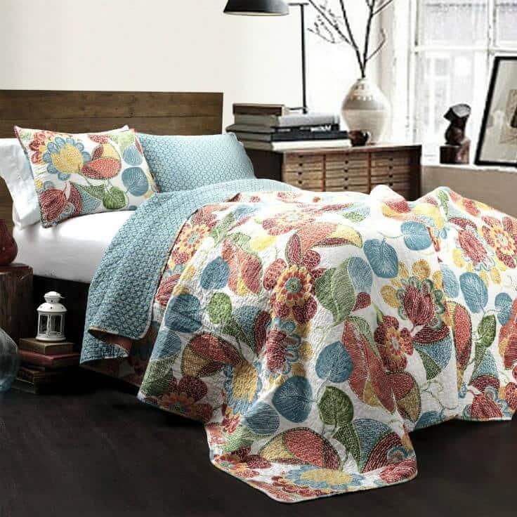 Bedroom ideas - Lush Decor Layla 3 Piece Quilt Set