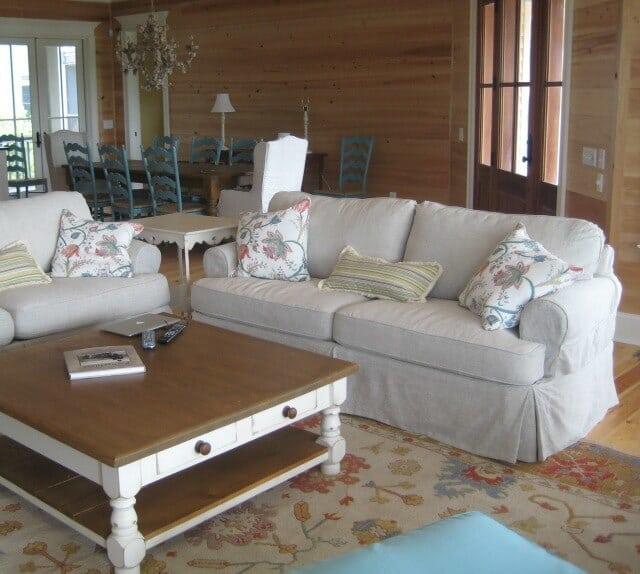 Shabby chic living room example -