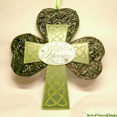 St. Patrick's Day Shamrock Door Hanger or Wall Plaque - A great craft from Robin at Redo It Yourself Inspirations featured on Ideas for the Home by Kenarry™