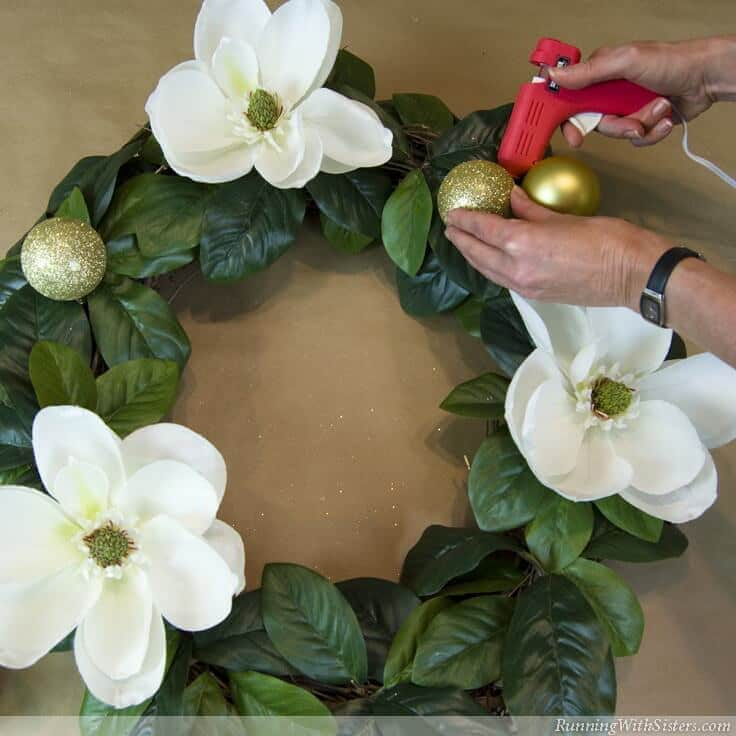 Learn to make a designer holiday wreath! Christmas is the perfect time to go big, go glittery, and get dramatic! Then finish with a big, loopy bow!