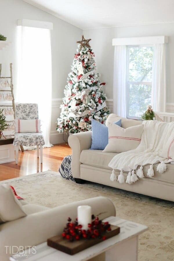 A Cottage Christmas Home Tour – Tidbits