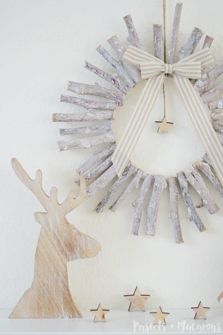 DIY Rustic Wood Christmas Wreath – Pastels & Macarons featured at Think and Make Thursday on Kenarry.com