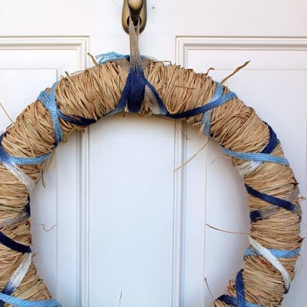 Beautiful DiY spring raffia wreath tutorial