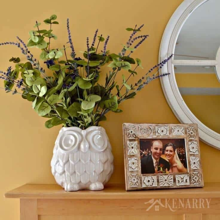 Love these spring mantel decor ideas to update a fireplace for spring with refreshing spring green and purple home accents!