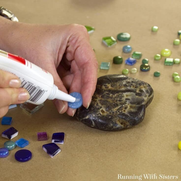 Make mosaic garden rocks to add a pop of color to the garden. We'll show you how to glue the tiles and mix the grout. A great DIY mosaic project for anyone!