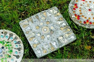 Make DIY Steampunk stepping stones with old keys!