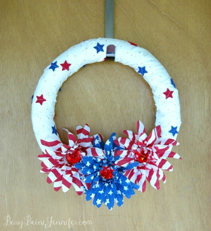 4th of July Wreath – Busy Being Jennifer - 4th of July Wreaths featured on Kenarry.com