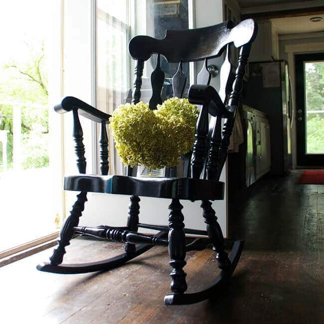 Black Painted Rocking Chair: From Dated to Stunning on