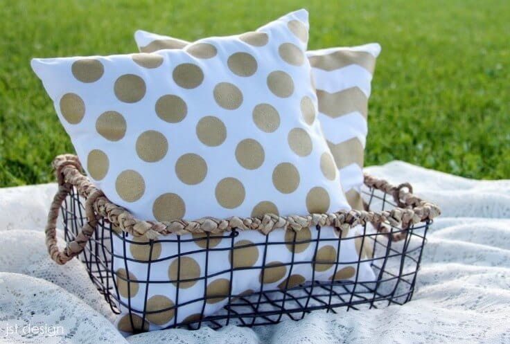 Kate Spade Inspired Pillows – JST Design - 18 DIY Throw Pillow Tutorials featured on Kenarry.com