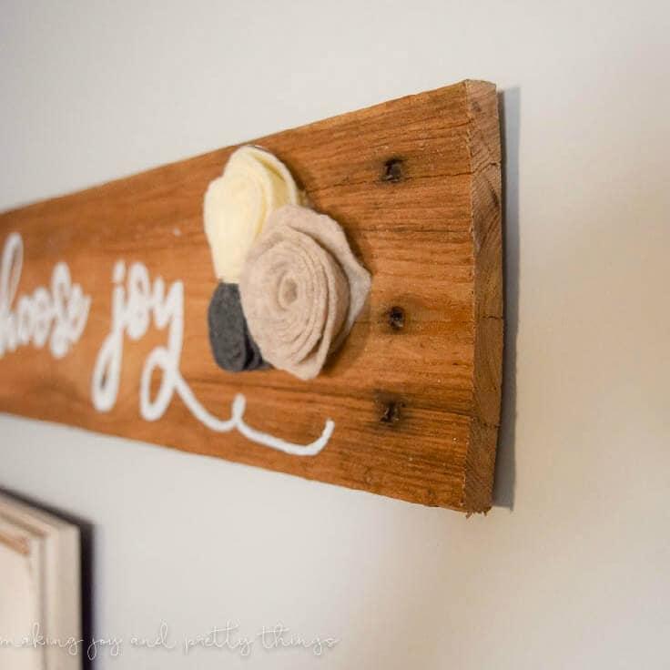 DIY Rustic Pallet Sign