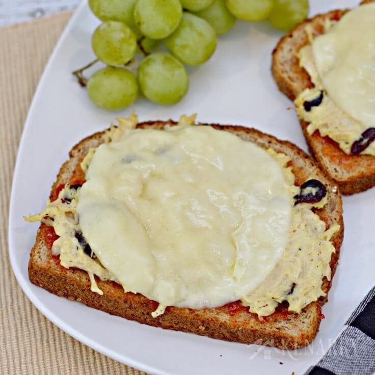 Cheesy Chicken Melts with Red Pepper Jelly