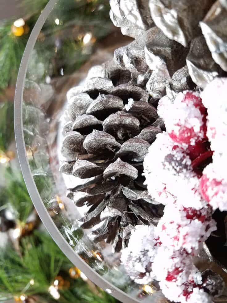 Beautiful pine cone centerpiece that only takes 10 minutes.