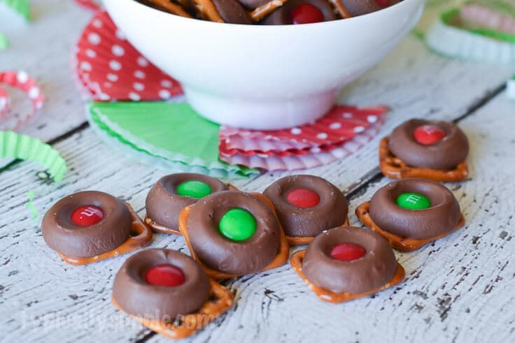 These chocolate caramel pretzel bites are so simple to make and so delicious to eat!