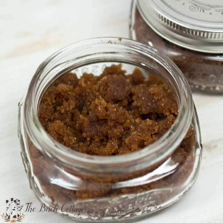 Vanilla Pumpkin Pie Spice Sugar Scrub by The Birch Cottage is made with vanilla, brown sugar, pumpkin pie spice and coconut oil. This sugar scrub is easy to make and the perfect Christmas gift!