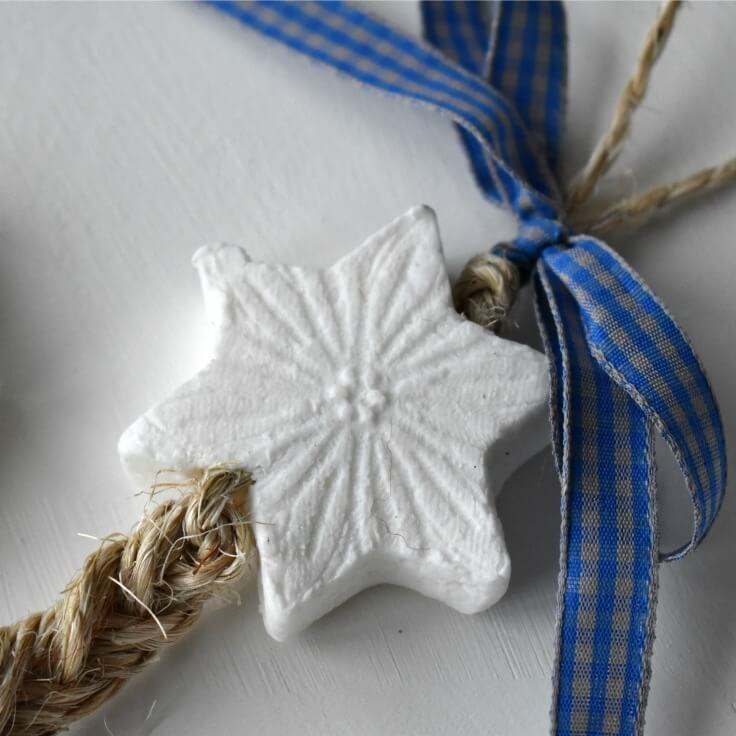 DIY Handmade Soap Chains - learn how to make this simple but stylish gift idea in an easy step by step tutorial