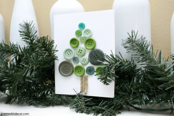 Cute and easy DIY Christmas cards! These cute little cards are perfect for your neighbor, kid's teacher, mailman or whoever