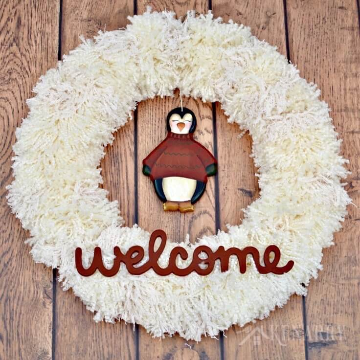 Crafts Home Decor: Winter Yarn Wreath With Penguin: An Easy Craft Idea