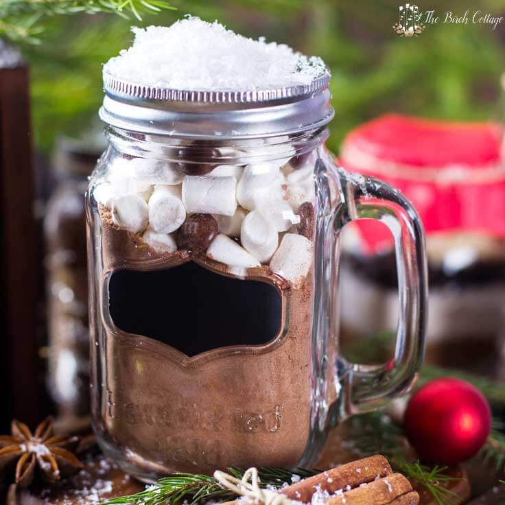 Homemade Hot Chocolate is more than just a beverage, it's a great last minute DIY Christmas gift idea! This easy homemade recipe mix in a jar with printable labels and tags makes a fun gift to give out to teachers, neighbors, and the unexpected guest! #hotcocoa #giftideas #kenarry