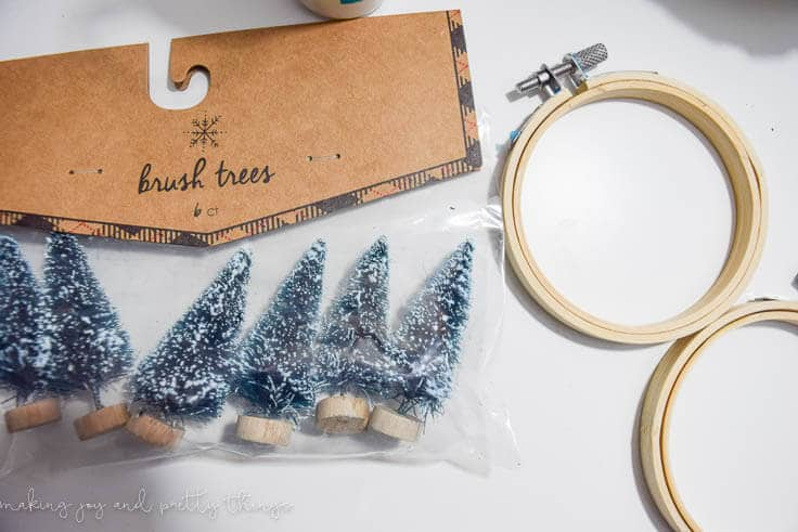 These Mini Embroidery Hoop Ornaments took only minutes to whip up and add a personalized touch to your Christmas Tree!