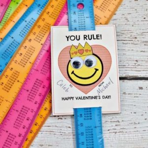 These free printable Ruler Valentines for children are so cute! I love the silly happy face emoticons on these Valentine's Day cards and how they use rulers as an inexpensive treat for kids to give their friends at their party at school.