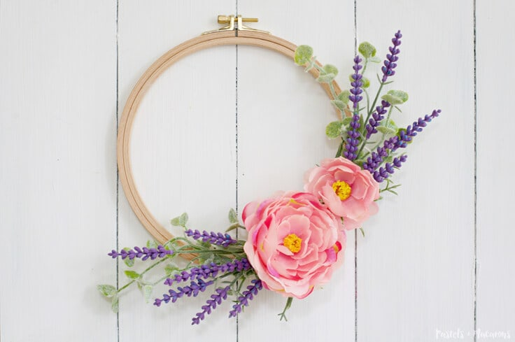 Embroidery Hoop Spring Wreath for the warmer months. An easy and quick DIY