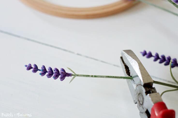 Pretty DIY Embroidery Hoop Spring Wreath