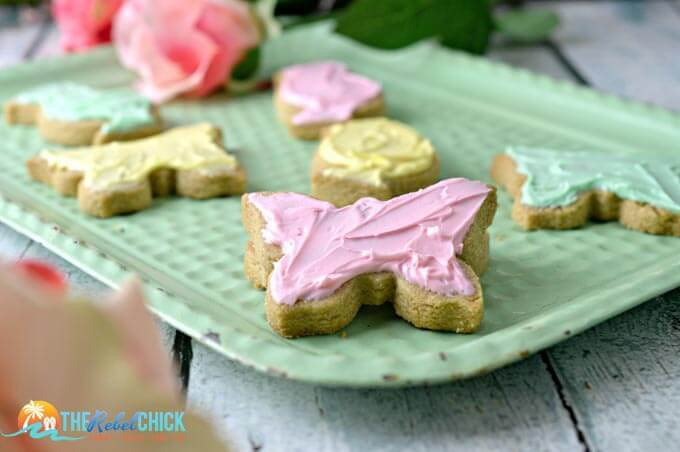 Pretty Easter Shortbread Cookies - The Rebel Chick - Easter Desserts featured on Kenarry.com
