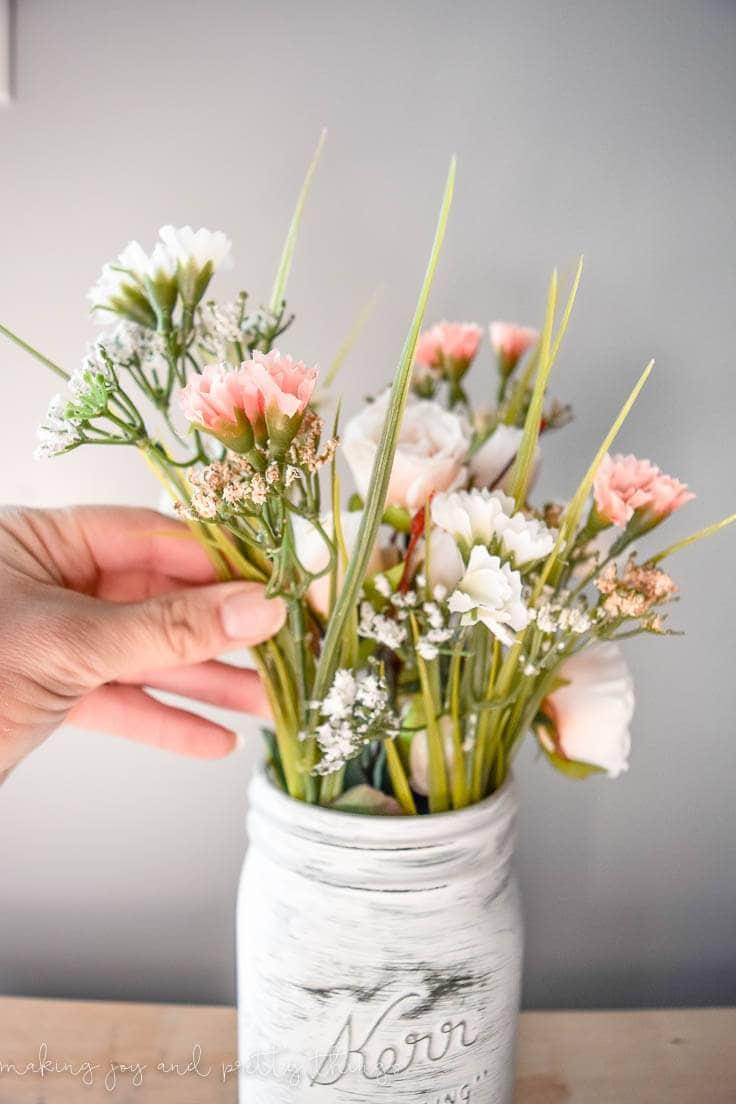farmhouse spring mason jar planter | farmhouse diy | diy ideas