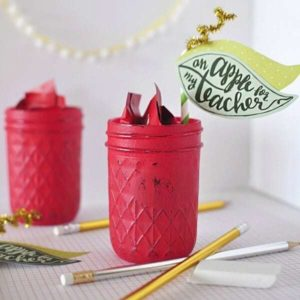 Teacher Appreciation Gift : Apple Mason Jar – Delineate Your Dwelling - Teacher Gift Ideas featured on Kenarry.com