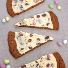 easter-egg-chocolate-chip-cookie-pizza-dessert