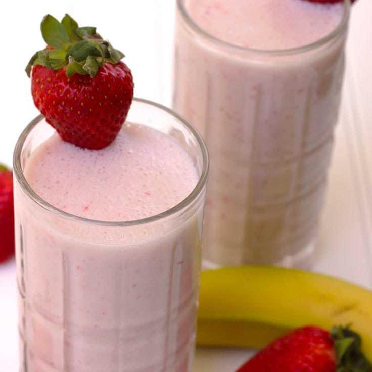 Classic Strawberry Banana Smoothie: Copycat Starbucks Recipe