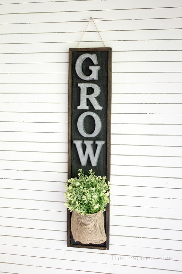 DIY Farmhouse Wall Planter – The Inspired Hive -- 12 creative burlap craft projects featured on Kenarry.com