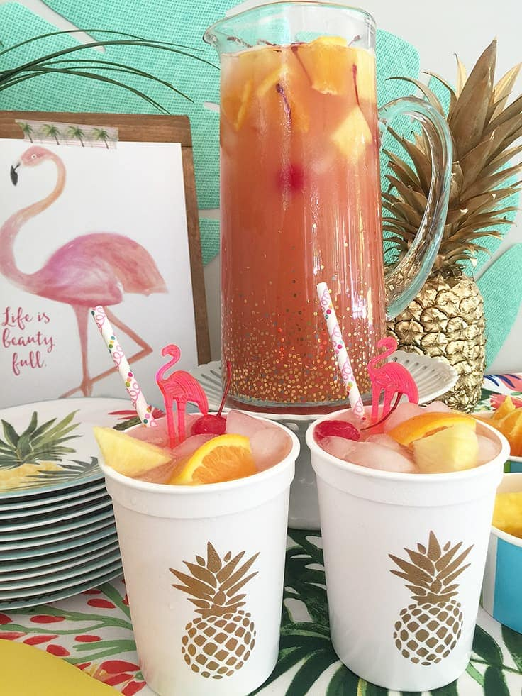 Gold Pineapple plastic cups for a tropical party