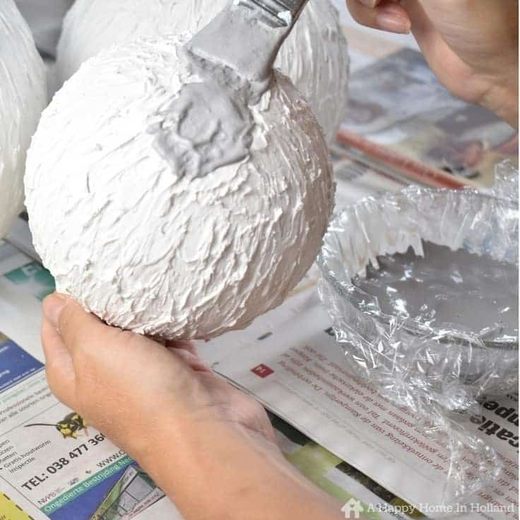 How to create cement look vases in a few easy steps.