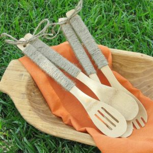 Jute Wrapped Utensils – Uncommon Designs - Jute Craft Ideas / DIY Projects with Twine featured on Kenarry.com