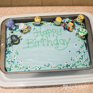 Are you planning a Despicable Me party? This easy Minions Birthday Cake idea will be perfect for kids and adults.