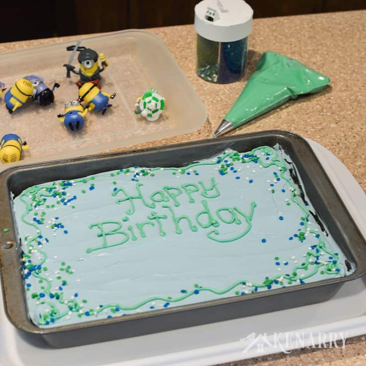 Cool Minions Birthday Cake An Easy Despicable Me Party Idea Funny Birthday Cards Online Inifofree Goldxyz