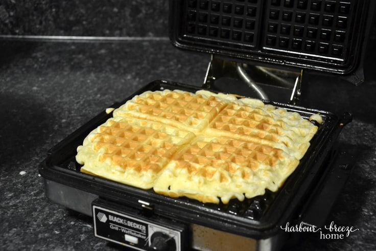 Creamy Vanilla Sauce Waffle Topping