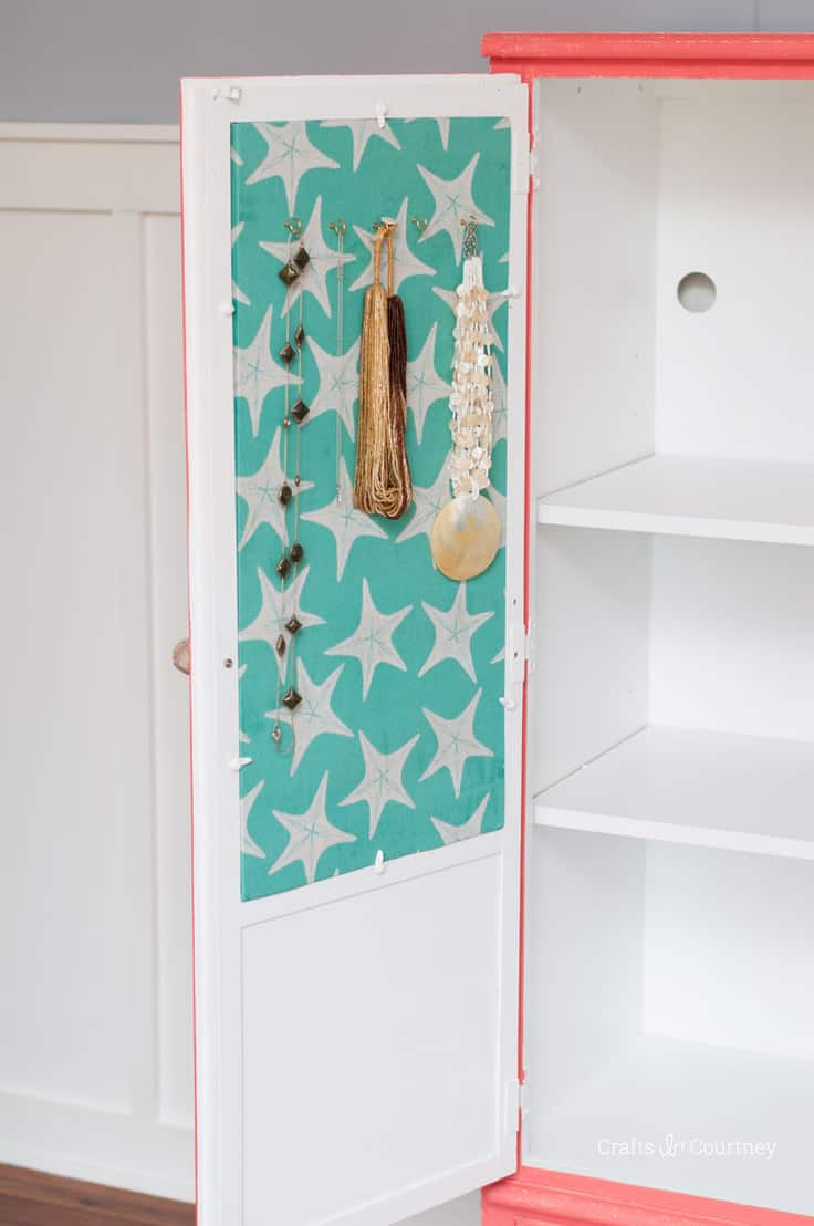 Corkboard Jewelry Organizer with Fabric – Mod Podge Rocks - 16 Brilliant Ideas for DIY Jewelry Organizers on Kenarry.com