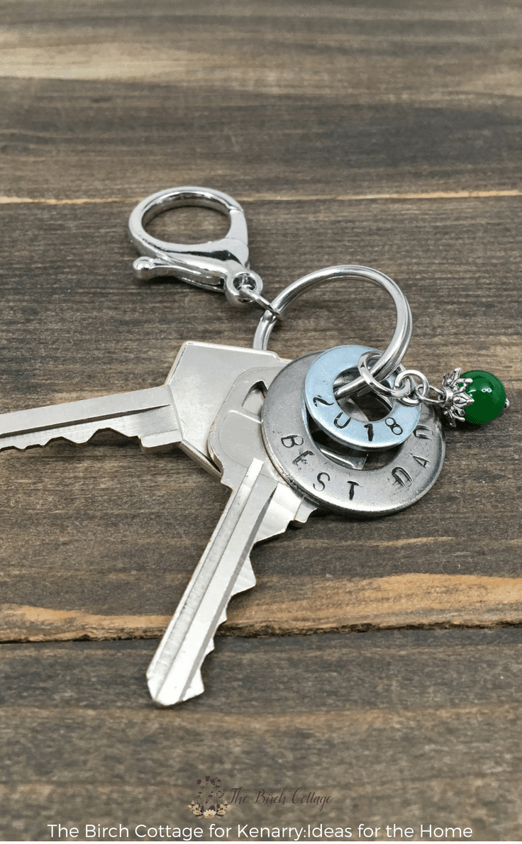 Stamped Washer Keychain from The Birch Cottage #fathersday #diygifts #fathersdaycrafts #giftidea