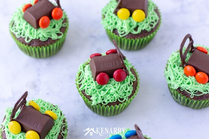 Need an easy dessert idea for Father's Day? You can celebrate dad by making these fun Father's Day cupcakes topped with edible lawn mowers made of candy. #fathersday #cupcakes #recipes #cupcakeideas #racecar