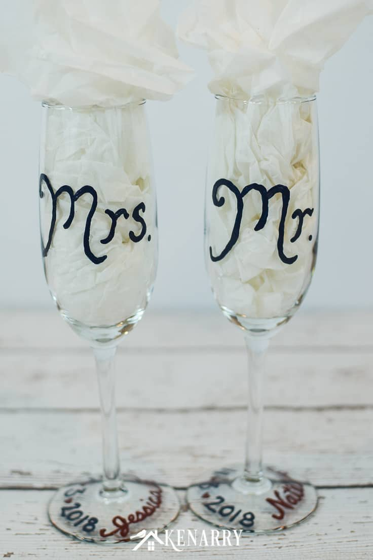 Personalize champagne flutes for a friend who's getting married. These Mr. and Mrs. toasting glasses are an easy DIY craft to make for the bride and groom, perfect for a bridal shower, wedding or anniversary. #weddinggifts #weddingideas #weddingreception #handpainted