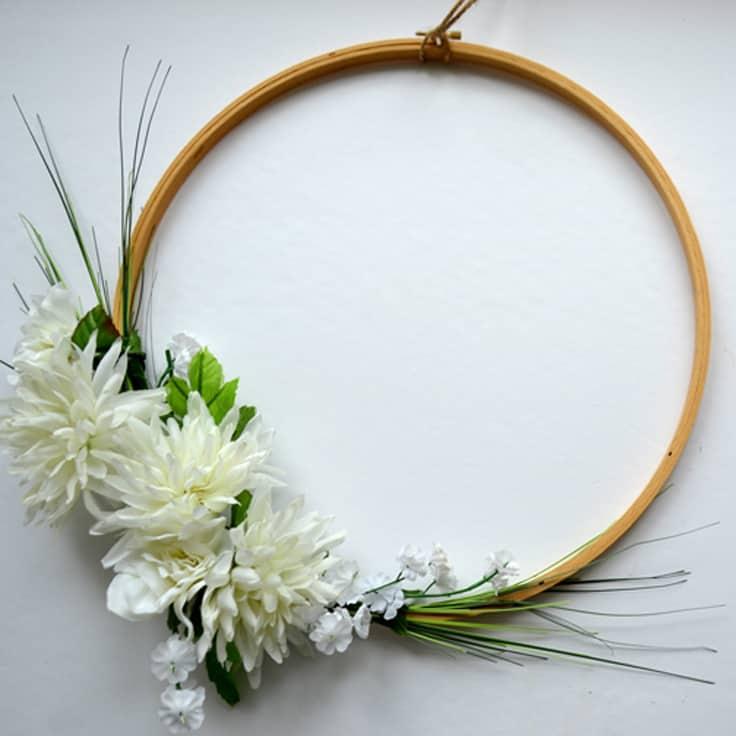 Front Door Wreath From an Embroidery Hoop