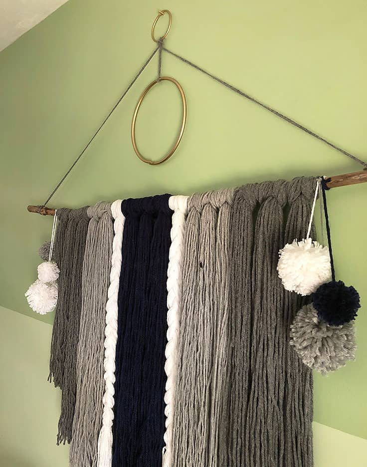 How to Make an Easy Yarn Wall Hanging #bohemianstyle # boho #bohostyle #macrame