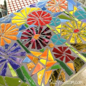 How to create a ceramic mosaic look with paper! A great idea for recycled magazines.