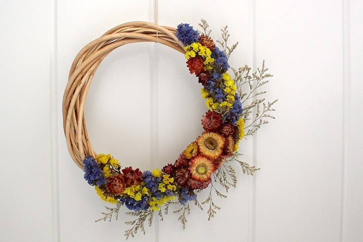 A simple wreath made out of dried flowers