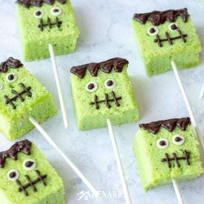 Halloween cake pops are a fun treat to make for a kids party or an easy dessert to enjoy after you trick or treat from door to door. Learn how to make these cute cake pops with this step-by-step tutorial.