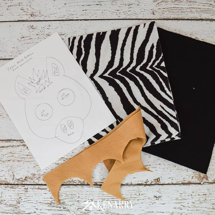 Use felt to make a DIY zebra head mask for a kids Halloween costume or to wear for dress-up or a school Zoo phonics parade.