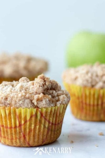 Love cinnamon and apples? Make these delicious apple coffee cake muffins when you need an easy recipe idea for a breakfast or dessert that tastes like fall.